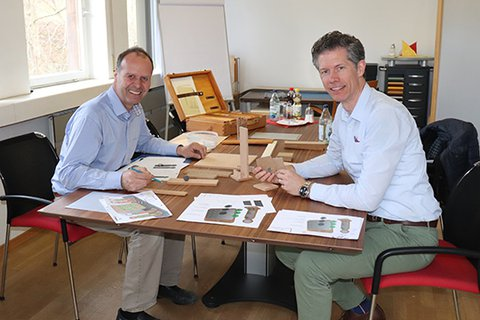 Prototype manufacturer Kurt Buhmann at the conference table with Christian Eineder and first samples